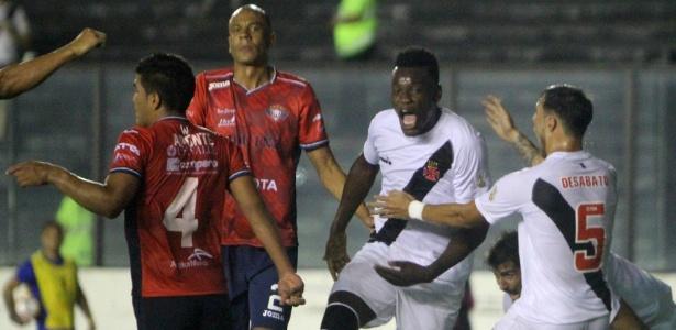 Paulão comemora o seu gol, o primeiro do Vasco na goleada sobre o Wilstermann - Paulo Fernandes / Flickr do Vasco