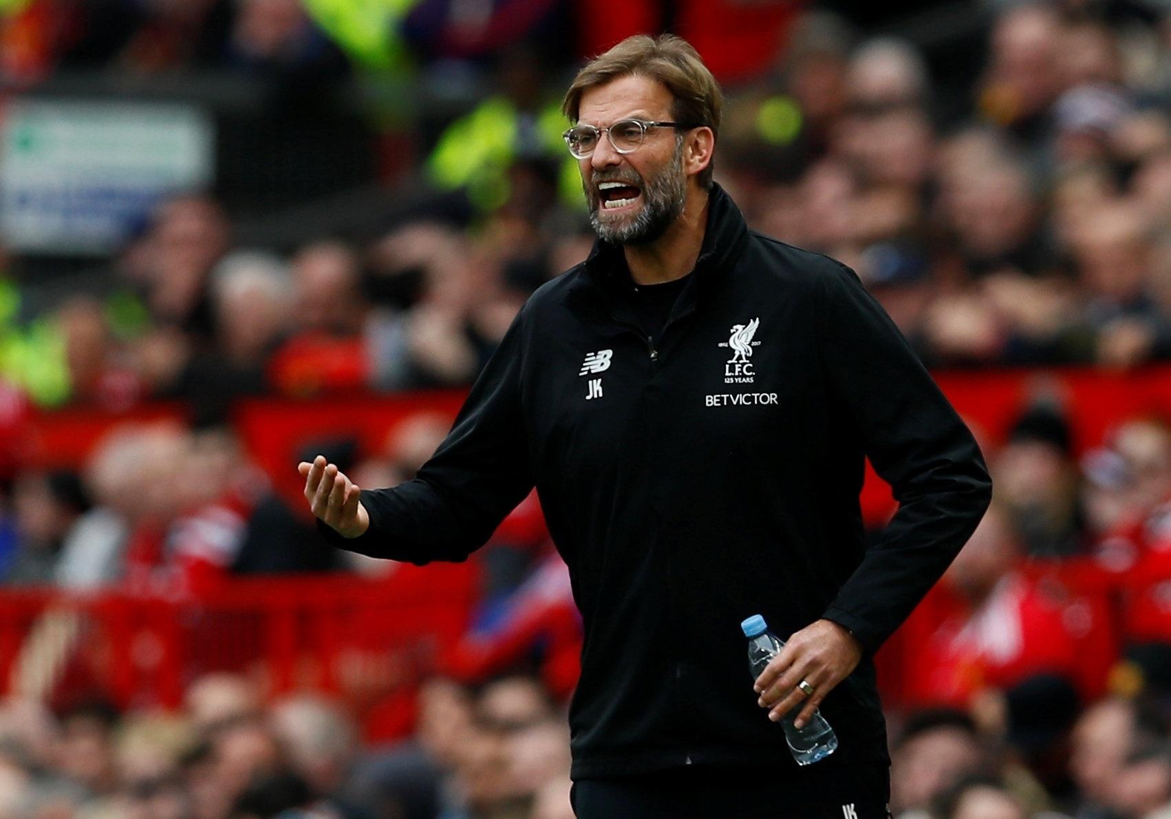 Klopp, técnico do Liverpool, é pura irritação à beira do campo