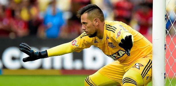 Diego Alves não deve jogar até o fim do ano - Thiago Ribeiro/AGIF