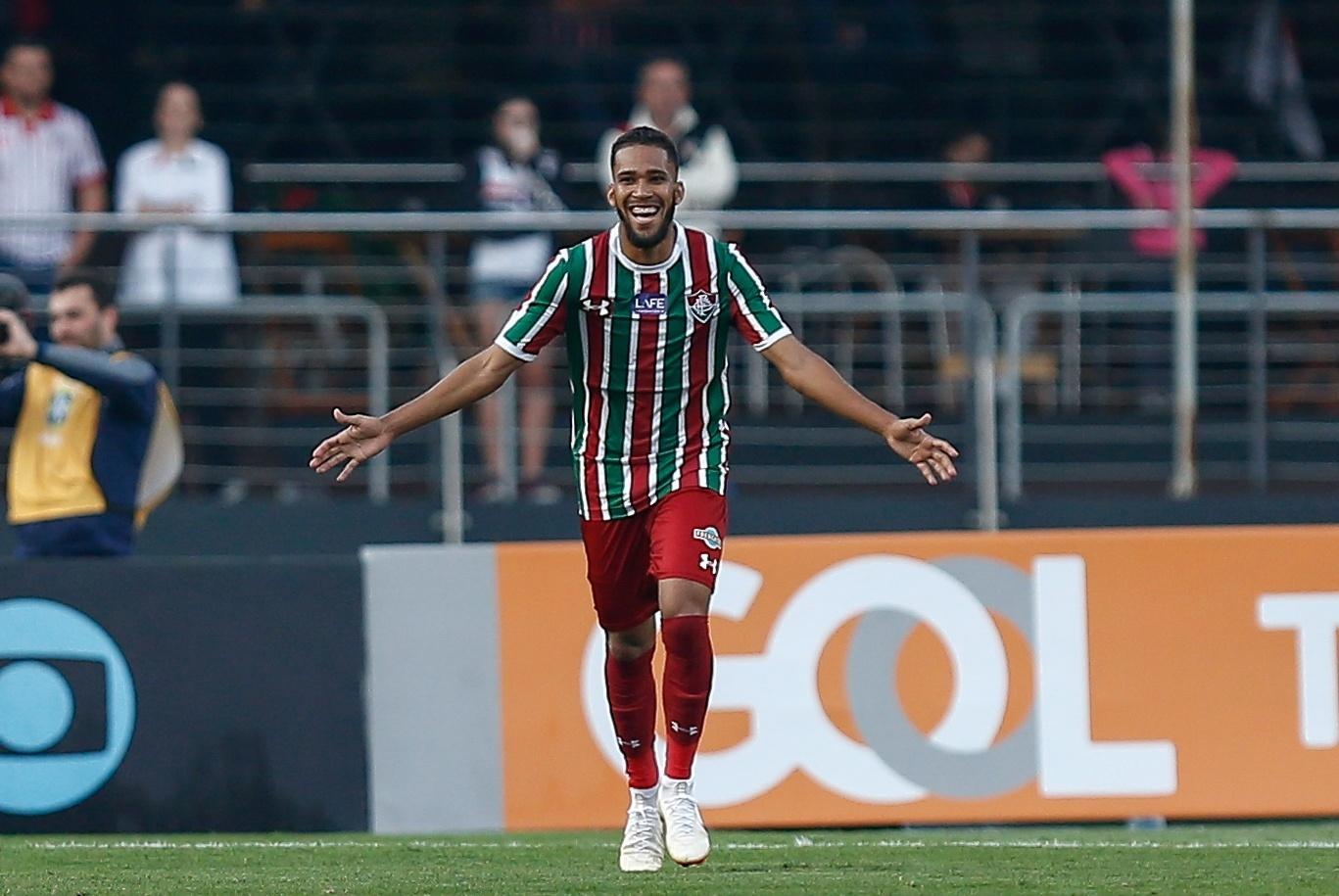 Everaldo comemora o primeiro gol do Fluminense sobre o São Paulo