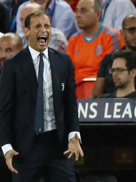 Allegri, técnico da Juventus, durante jogo contra o Valencia - REUTERS/Sergio Perez