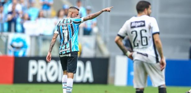 Luan treinou com bola e tem dado sinais de melhora após inflamação no pé direito - LUCAS UEBEL/GREMIO FBPA