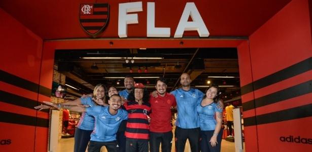 Santa Cruz, torcedor-símbolo do Flamengo, conseguiu emprego na Loja do clube - Divulgação
