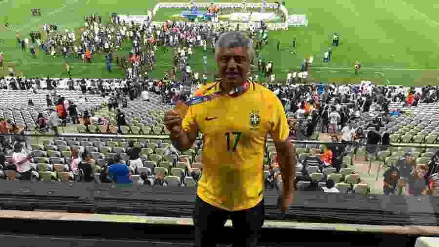 Senador Major Olimpio (PSL-SP) posa na Arena Corinthians com medalha do Campeonato Paulista - @majorolimpio/Twitter