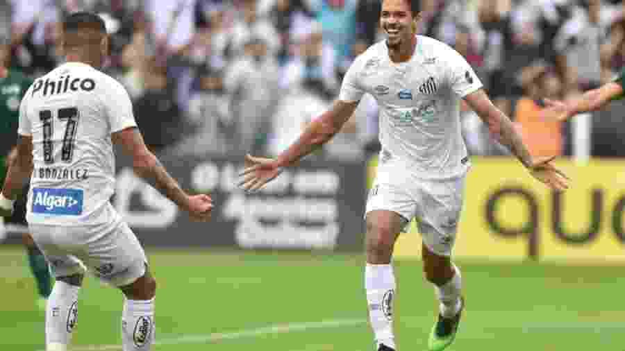 Zagueiro Lucas Veríssimo celebra um dos gols do Santos na vitória por 6 a 1 sobre o Goiás em jogo válido pela 13ª rodada do Campeonato Brasileiro - Ivan Storti/Santos FC