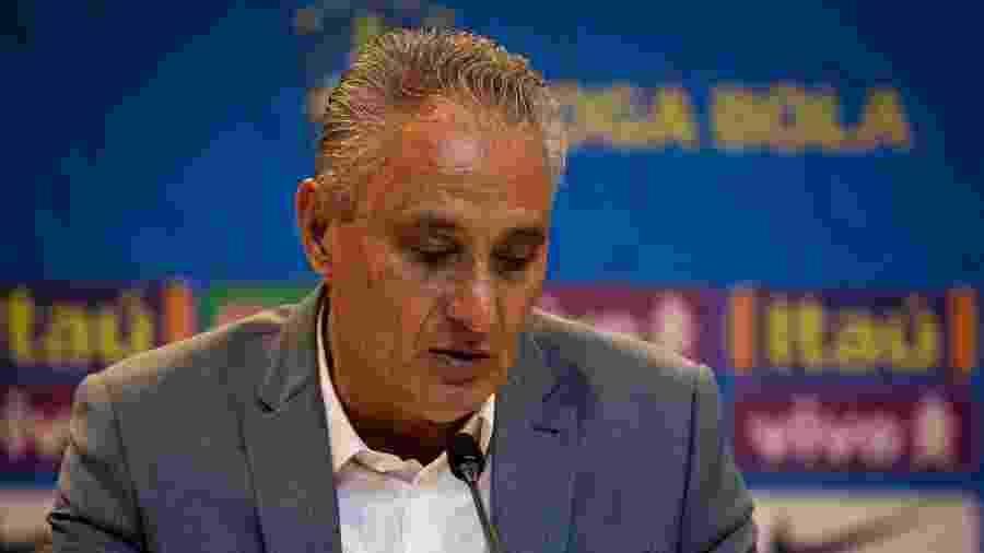 Tite lê os nomes da convocação da seleção brasileira para as Eliminatórias - Felipe Moreno / MoWA Press