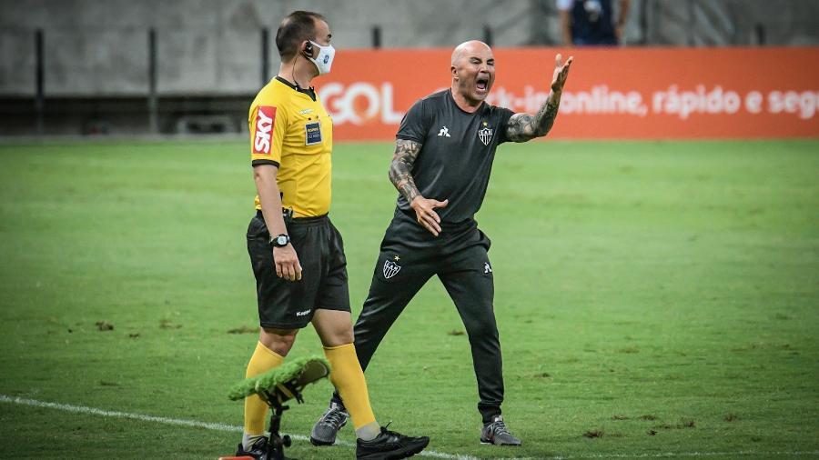 Jorge Sampaoli tenta recolocar o Galo no caminho das vitórias após tropeços no Brasileirão - Kely Pereira/AGIF