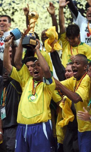 Seleção brasileira comemora o título da Copa das Confederações de 2005