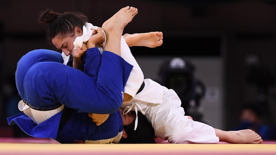 29.jul.2021 - Mayra Aguiar vence a disputa da medalha de bronze conta a sul-coreana Yoon Hyunji - Annegret Hilse/Reuters