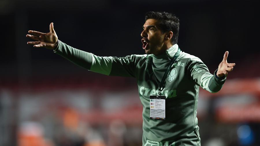 Abel Ferreira esbraveja orientações durante a partida entre São Paulo e Palmeiras, pelas quartas de final da Libertadores 2021. - Staff Images/Conmebol