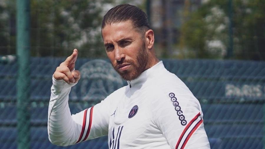 Zagueiro espanhol ainda não tem data para estrear com a camisa do clube francês - Reprodução/Instagram