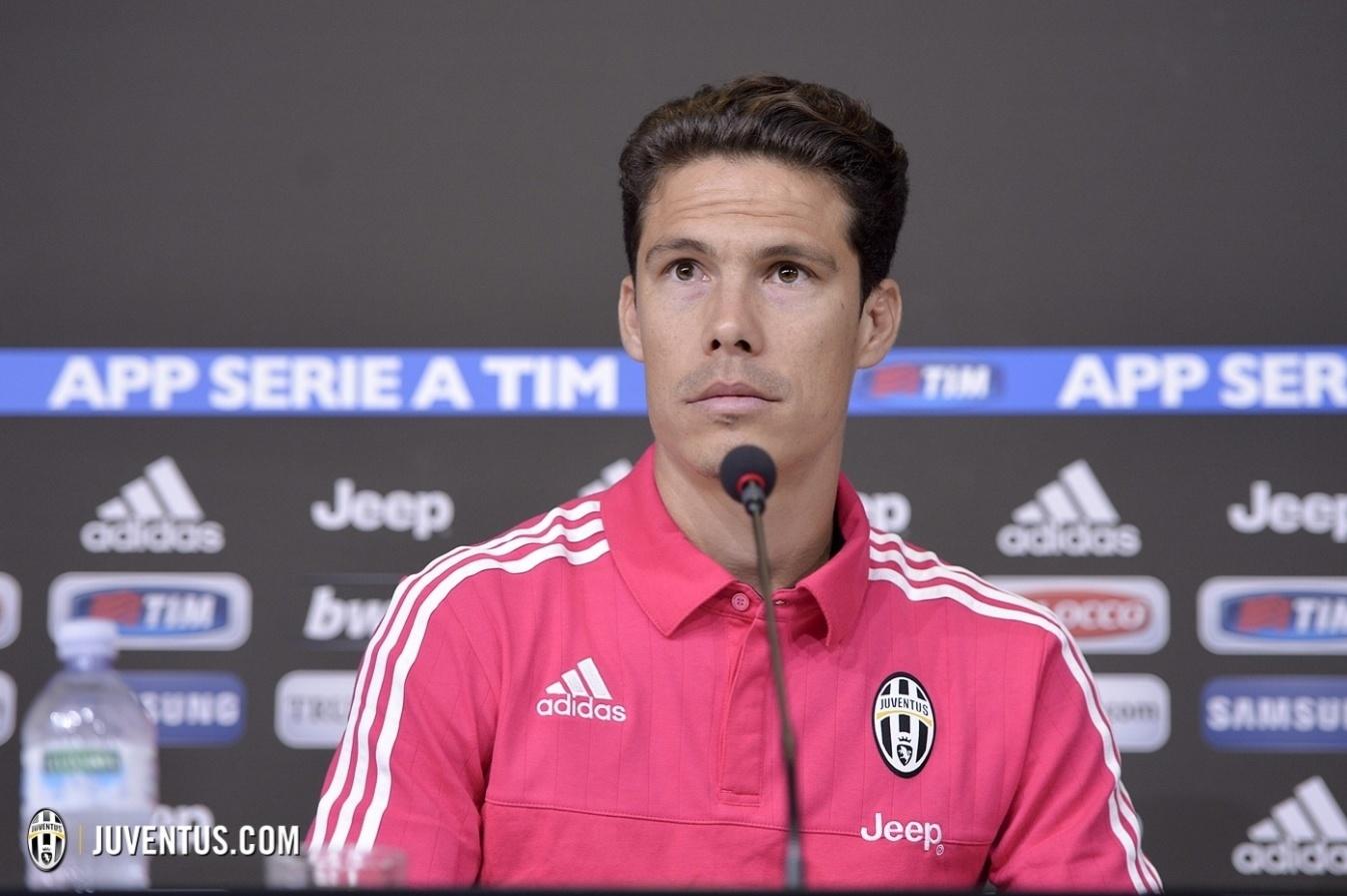 Hernanes em entrevista coletiva de apresentação à Juventus