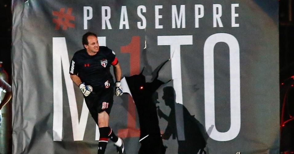 Rogério Ceni é ovacionado em entrada triunfal, no seu jogo de despedida, no Morumbi