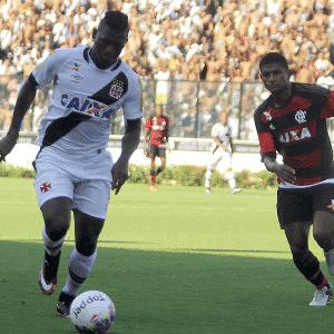 Riascos e Márcio Araújo disputam lance em Vasco x Flamengo - Paulo Fernandes/Vasco.com.br