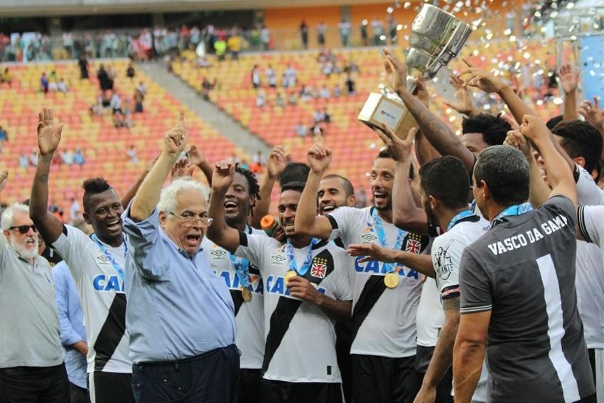 Eurico Miranda com os jogadores do Vasco