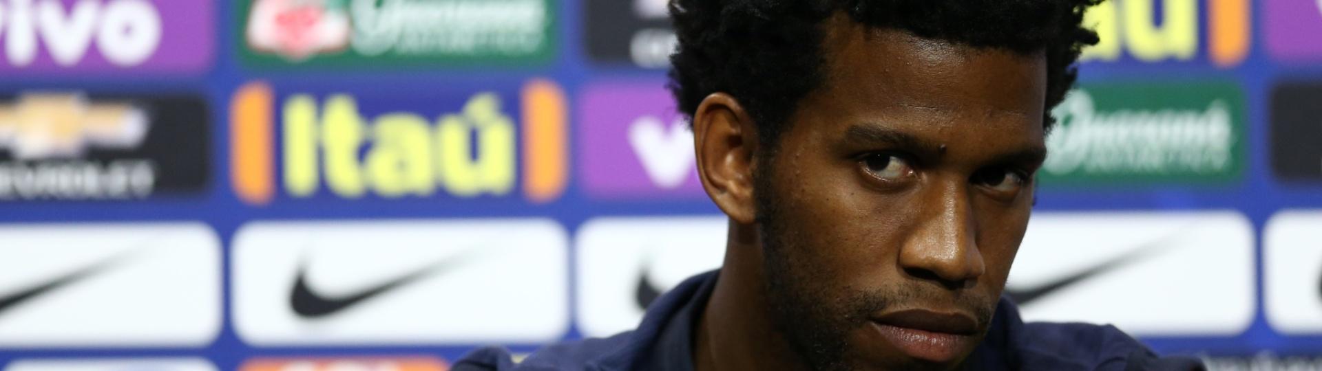 Gil dá entrevistas na seleção brasileira