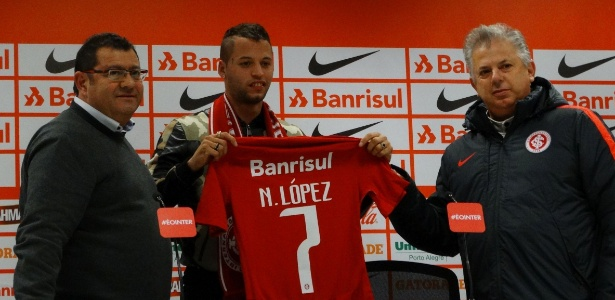 Atacante uruguaio assinou contrato de quatro anos com Inter e ganhou camisa sete  - Jeremias Wernek/UOL