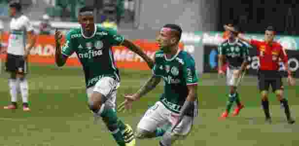 Leandro Pereira comemora o primeiro gol do Palmeiras na vitória sobre o Coritiba - Rubens Cavallari/Folhapress - Rubens Cavallari/Folhapress