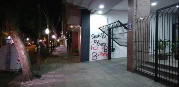 Escritório de Fernando Carvalho, vice de futebol do Inter, foi vandalizado - Reprodução/Twitter