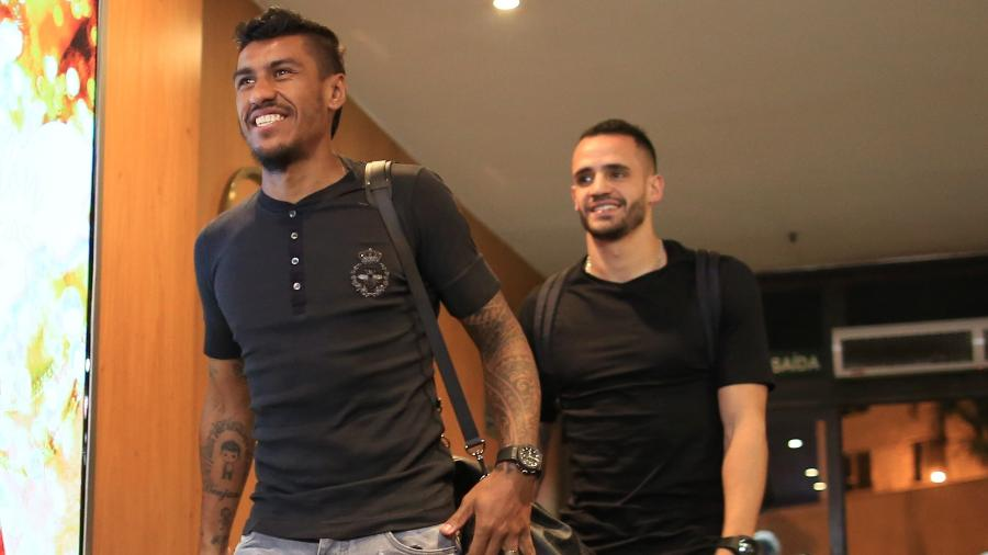 Paulinho e Renato Augusto chegam ao hotel que será a base da seleção brasileira em BH - Lucas Figueiredo/CBF