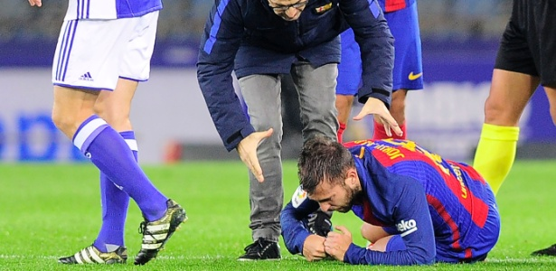 Jordi Alba é atendido durante jogo Barcelona x Real Sociedad - Ander Gillenea/AFP