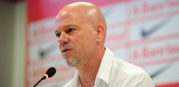 Técnico Antônio Carlos Zago espera oito reforços no Internacional
