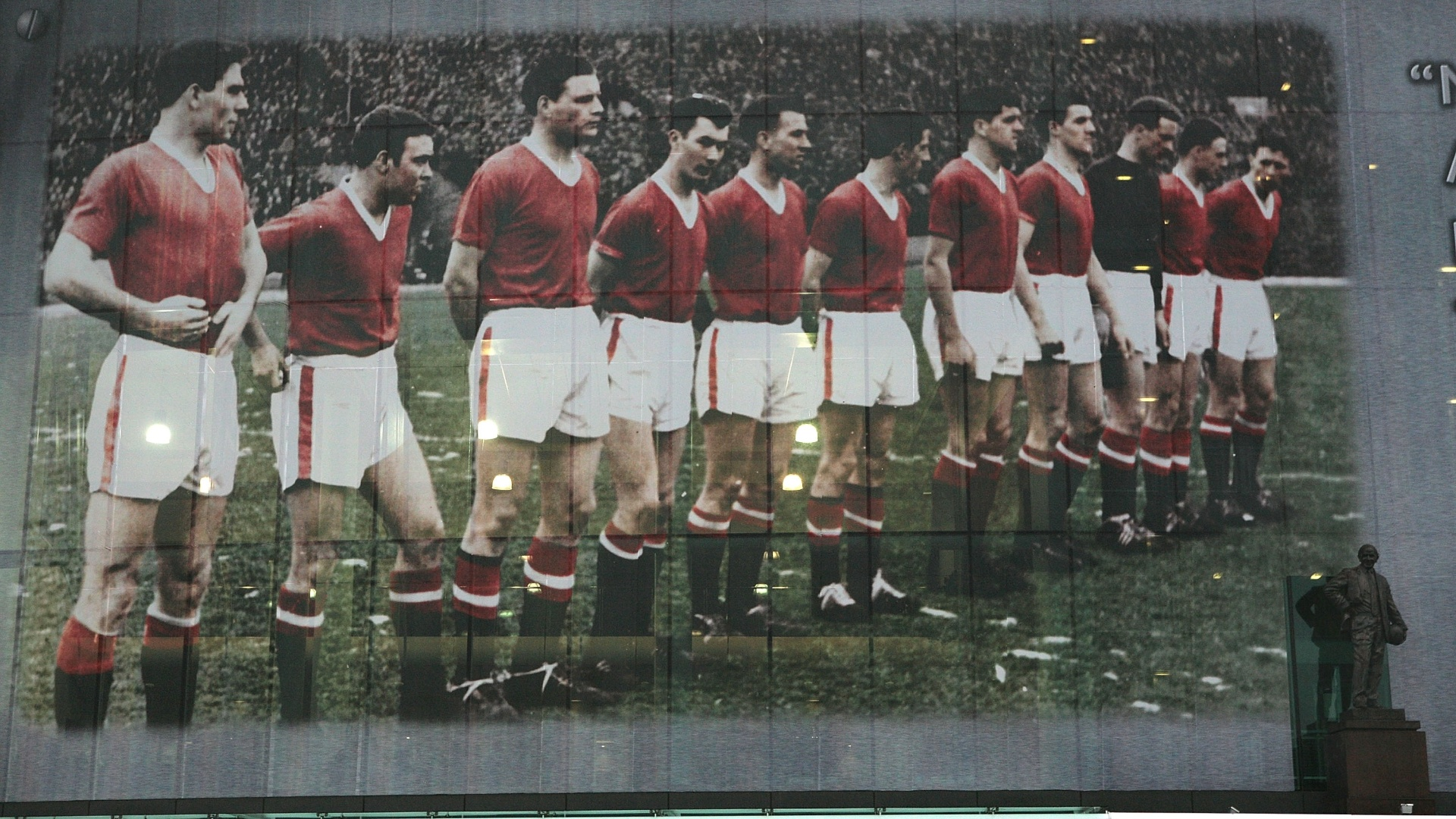 Time do Manchester United em 1958: cinco titulares mortos em acidente de avião