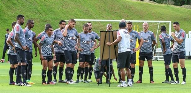 Método de Roger Machado foi bastante elogiado pelos atletas na primeira semana de treinos