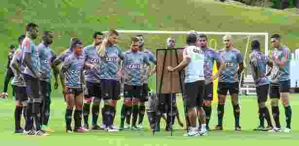 Técnico Roger Machado comandou três semanas de treinos antes da estreia em 2017 - Bruno Cantini/Atlético-MG