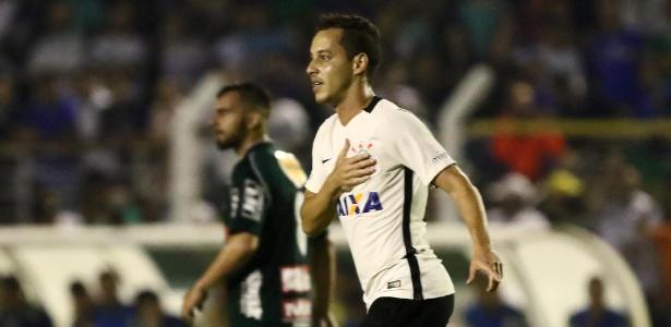 Rodriguinho comemora gol da vitória do Corinthians sobre a Caldense na Copa do Brasil