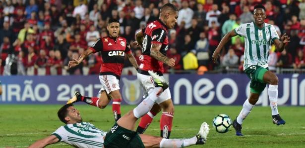 Luan dá combate em Guerrero no jogo contra o Flamengo