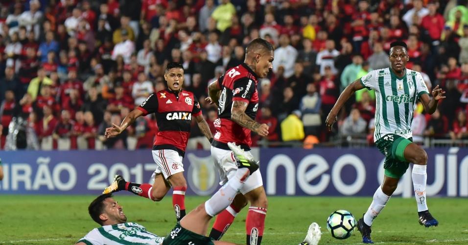 Luan falha no segundo gol do Flamengo sobre o Palmeiras na Ilha do Urubu