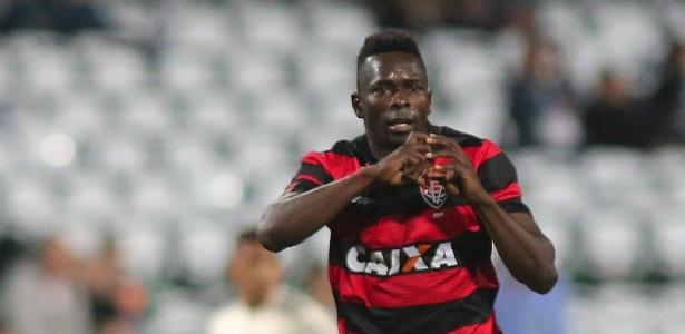 """Kanu virou alvo de polêmica ao dizer que o Vitória """"atropelaria"""" o São Paulo"""