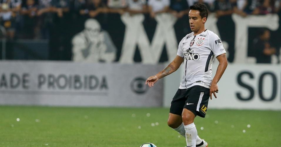 Jadson em ação durante jogo entre Corinthians e Coritiba