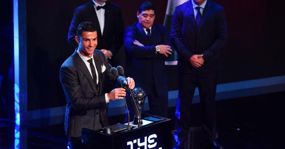 Cristiano Ronaldo discursa após receber prêmio de melhor jogador do mundo da Fifa