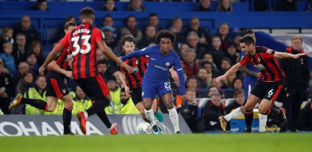 O brasileiro Willian fez gol na vitória do Chelsea sobre o Bournemouth, nesta quarta-feira