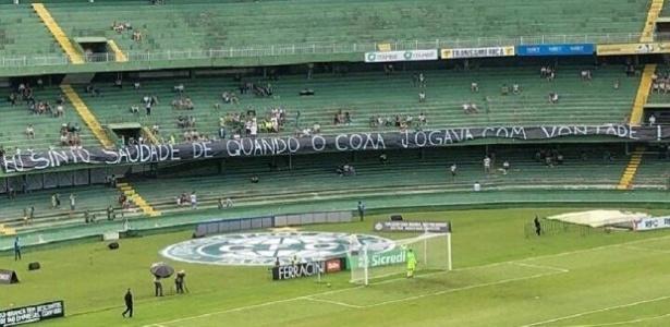 Torcida do Coritiba protestou contra más atuações da equipe