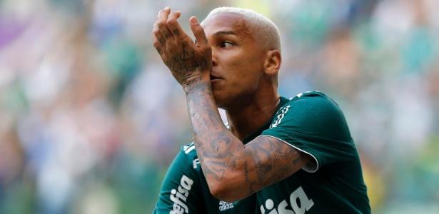 Deyverson comemora após marcar pelo Palmeiras contra o Corinthians - Daniel Vorley/AGIF