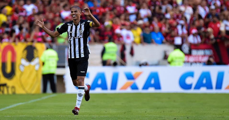 Léo Silva celebra gol marcado pelo Atlético-MG contra o Flamengo