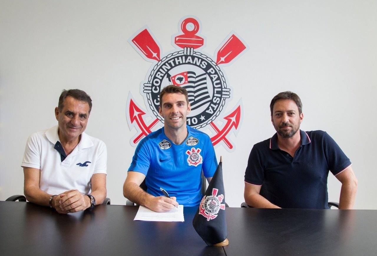 Mercado da Bola  Corinthians anuncia Boselli e Grêmio desiste de Vizeu -  04 01 2019 - UOL Esporte 3f1b0061dcb61
