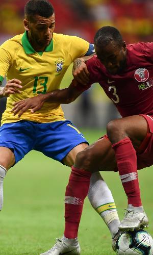 Daniel Alves, durante amistoso contra o Qatar