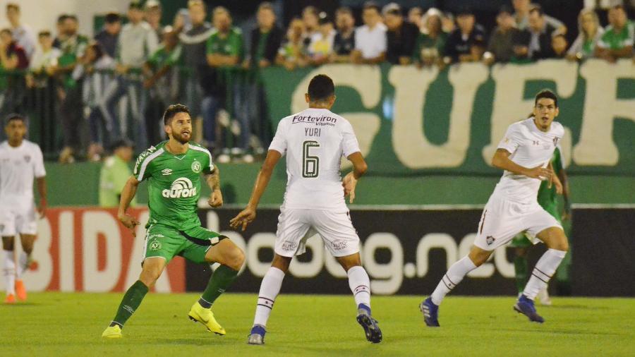 O andamento do jogo Chapecoense e Fluminense foi prejudicado por demora na consulta ao VAR - TARLA WOLSKI/FUTURA PRESS/FUTURA PRESS/ESTADÃO CONTEÚDO