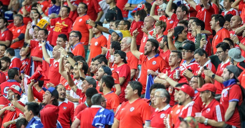 Torcida chilena em Salvador durante o jogo contra o Equador