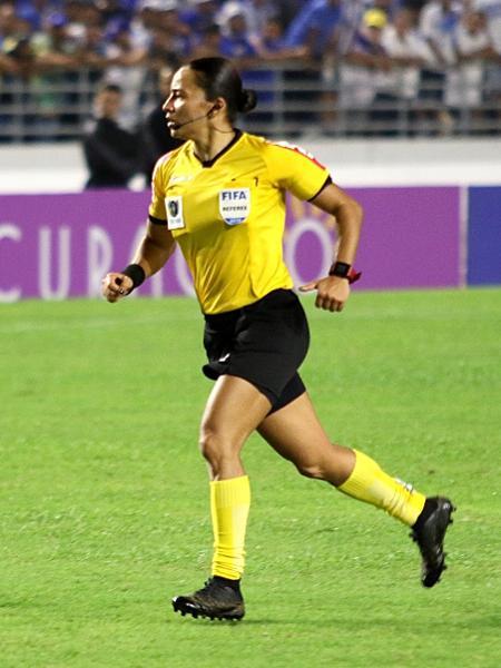 A árbitra Edina Alves durante partida pelo Brasileirão 2019 - Igor Pereira/AGIF
