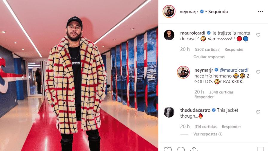 """Neymar usa casaco de frio para ver jogo do PSG e é zoado por Mauro Icardi: """"Trouxe seu cobertor?"""" - Reprodução/Instagram"""