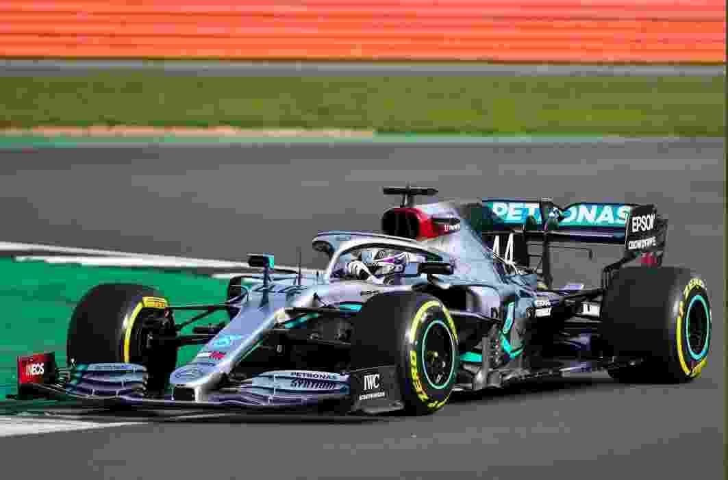 Lewis Hamilton no novo carro da Mercedes - Reprodução / Twitter