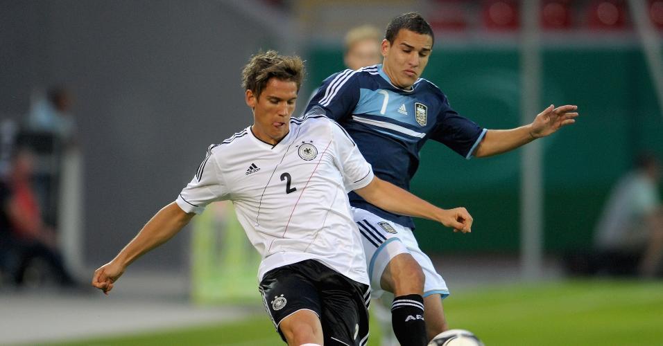 Atacante Franco Fragapane (dir.) pela seleção argentina sub-21