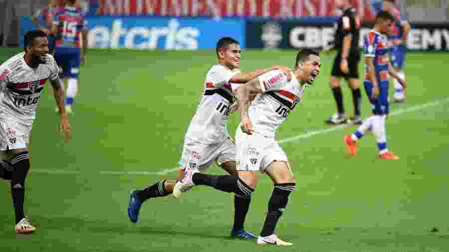 Em média, a equipe comandada por Fernando Diniz marca 1,86 gols por partida na temporada - Kely Pereira/AGIF