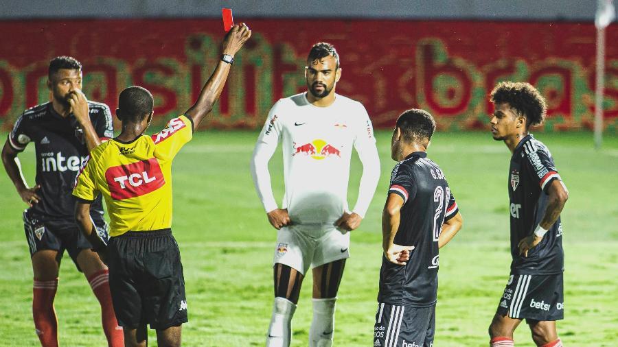 Tchê Tchê é expulso em partida do São Paulo contra o Red Bull Bragantino - Diogo Reis/AGIF