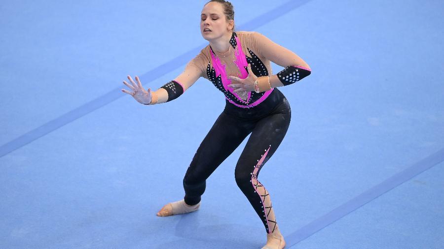 Sarah Voss compete no solo com uniforme de corpo inteiro - Matthias Hangst/Getty Images